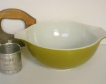 Vintage Pyrex Verde Mixing bowl / Avacado Cinderella Bowl / Batter Bowl / Green Pyrex Bowl
