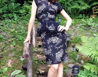 1940s Peplum Peek-a-Boo Hollywood Glamour Dress / 1940s Dress / Little Black Vintage Dress / Peplum Dress w Lace Accents / Size S