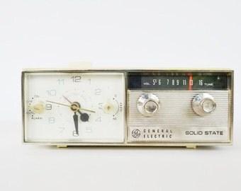 Vintage Clock Radio General Electric Solid State Alarm Clock Radio General Electric Model  C551E  AM Radio Photo Movie Prop