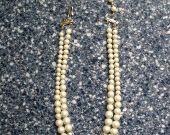 Vintage Faux Pearl and Opalescent Bead Necklace 1960s