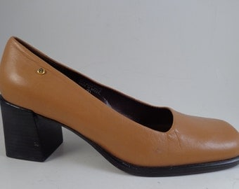 Etienne Aigner Chunky Heel Pumps Leather Tan Mustard Size 6 Half Narrow