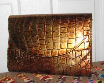 80's Faux MOC CROC Shimmering GOLD Bellini Clutch // Metallic Faux Patent Purse Gold Metal Chain Strap