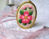 Hand embroidered flowered oval pendant romantic necklace
