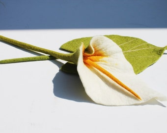 Calla felt blossom white flower petals from felt butler for the apartment Calla as a gift for mom gift for your girlfriend Decorations