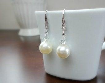 Pearl and crystal bridal earrings, Wedding earrings, Bridesmaid earrings, Simple everyday earrings
