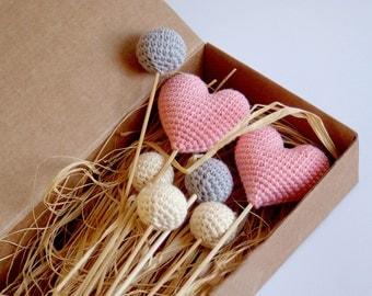 Crochet hearts bouquet (set of 2 hearts/5 balls) - Ivory, Grey balls, Pink hearts - Crochet wedding decorations - Birthday table decoration