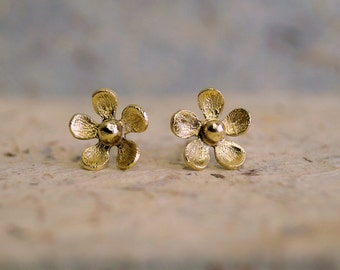 TINY DAISY STUD earrings , Gold plated stud earrings , Spring earrings , daisy post earrings , statement stud earrings , gifts under 25