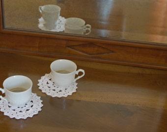 Set of 2 white crochet coasters, italian wedding favors idea, coffee table, coffee mat