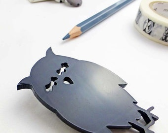 Wise owl brooch | Black perspex jewellery | Woodland animal accessories  | Bold statement jewellery