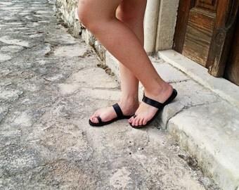 Toe Ring Black Leather Flat Sandal - Summer Flats