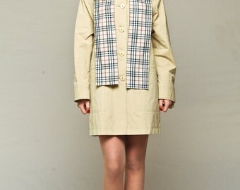 Pastel yellow short raincoat / jacket / coat / mac with a checkered scarf / straight fit / waterproof