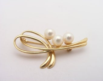 Vintage Cultured Pearl  Brooch/ Pin. 14K Yellow Gold