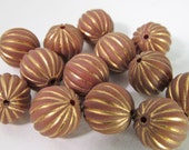 30 Vintage 10mm Cinnamon and Gold Carved Lucite Beads Bd1463