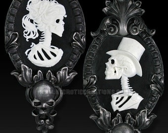 Gothic Victorian Skeleton Cameo Wall Hanging Set in Silver