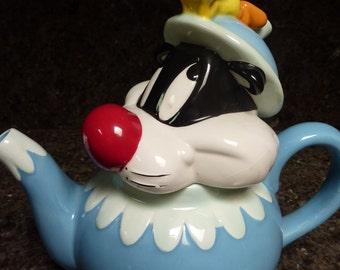 Warner Brothers Ceramic Sylvester and Tweety Bird Teapot