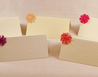 100 Plantable Place Cards, eco friendly wedding table decorations / favours seed paper