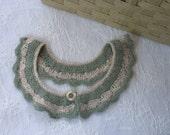 col claudine amovible, en laine angora et coton, crocheté façon dentelle, fait mains, couleur vert céladon et crème lurex