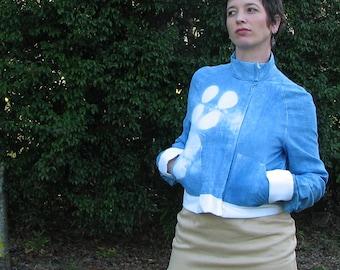 womens zip-up asymetric jacket blue/white cotton-linen shibori dyed in indigo, with bamboo lining