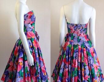 """SALE 80s does 50s tropical floral cotton strapless sun dress / 26"""" waist / S"""