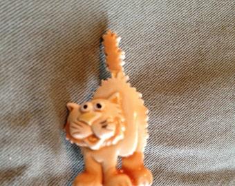 Vintage VTG Signed JJ Brooch Cat Pendant Pin Scared Cat