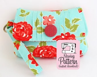Pintuck Wristlet PDF Sewing Pattern | Sew a wristlet handbag clutch purse in two sizes with this sewing pattern tutorial.