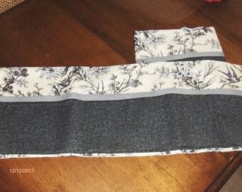 Black print pillowcase
