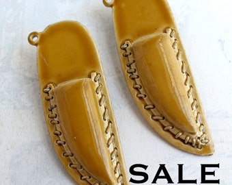 Vintage Ceramic Knife Holster Pendants (4X) (E582) SALE - 50% off