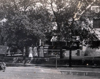 vintage photo 3 Women Stand by Home and Car Hutchinson Kansas 1910