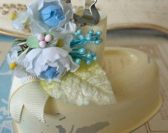 Photo Memo Holder / Blue Floral Details / Made from Vintage Distressed Ivory Metal Mold / Display Photographs, Table Cards & Greeting Cards
