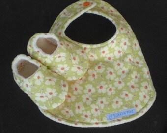 Baby Gift Set, baby Bib, Baby Slippers, Flannel, Flowers, Amy Butler, Baby Girl, Organic Cotton Fleece