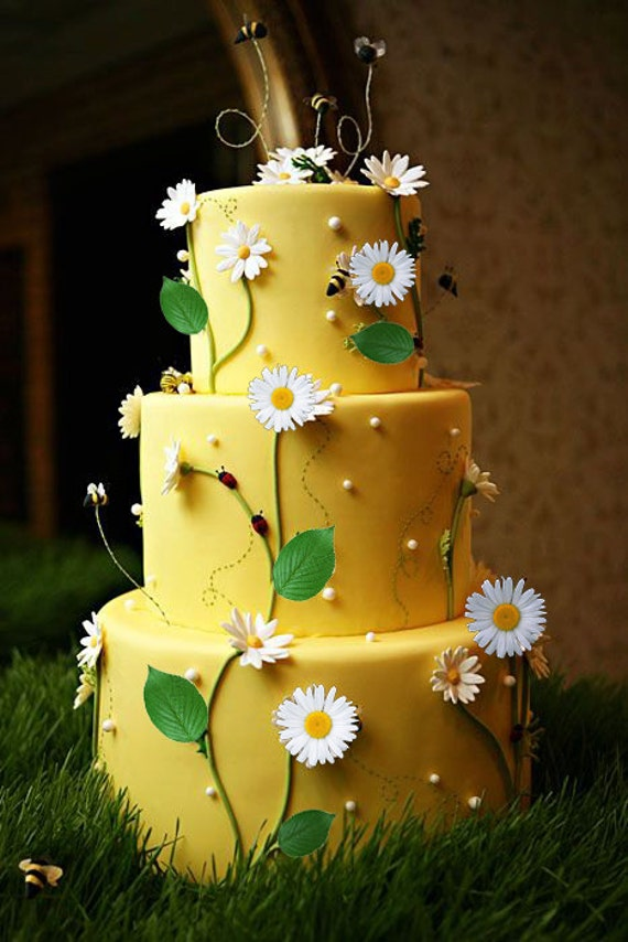 Items similar to Edible White Daisy Cake Decorations ...