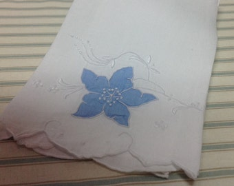 Vintage Guest Towel With Hand Embroidered Flowers and Cut work