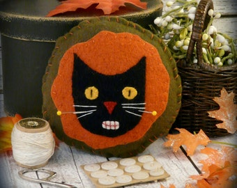 Prim black cat pincushion Halloween pattern - PDF needle pin cushion keep fall wool fabric primitive