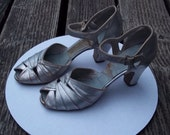 """FRENCH ROOM 1930 art deco Vintage silver dancing, party, holiday, bride shoes, Gatsby, silver, 3"""" heel"""