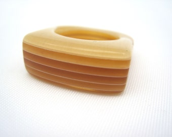 Lucite Ring - Vintage Lucite Costume Jewelry - Mod