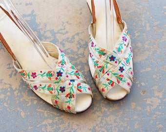 vintage 30s High Heels - 1930s Embroidered White Silk Sandals - Chinese Butterfly Boudior Slippers  Sz 10 41