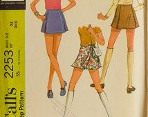 Vintage McCalls 2253 Sewing Pattern scooter Skirt in two Versions, Waist 24, Hip 34.5