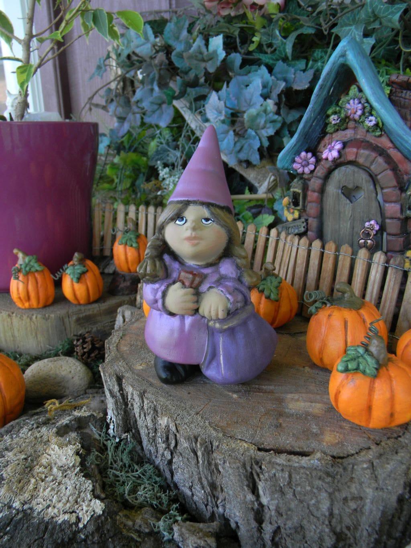 Female Garden Gnomes: Garden Gnome Lady Female Woman Traveling Pocket Sized