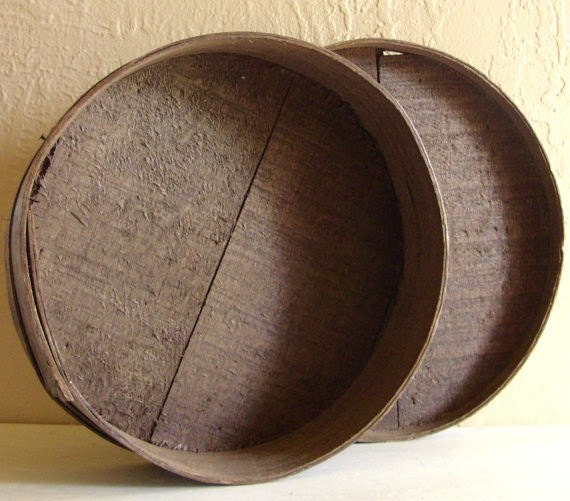Sale antique wood box round primitive wooden cheese box for Circular wooden box