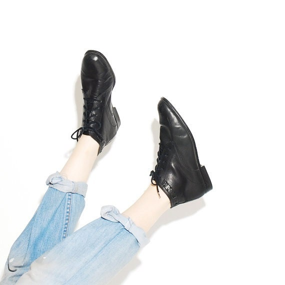 Black Leather Boots // black leather boots lace up boots ankle boots booties lace up shoes leather boots // womens US 8 M