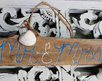 Mr and Mrs Driftwood Sign , Nautical Wedding Decoration with Seashell
