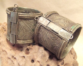 Tribal silver cuff bracelet -- antique Kuchi jewelry - carved design  -- pin closure-- Heavy Patina ( FREE SHIPPING )