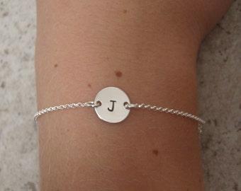 Silver Initial bracelet - Personalized Sterling silver disc bracelet - Dainty silver bracelet - Letter bracelet