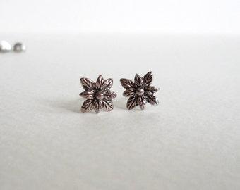Vintage sterling silver eight-leaved flower earrings