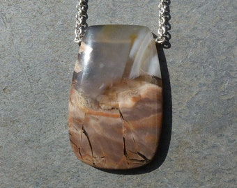 Silver pendant with 1 agate and a silver  necklace