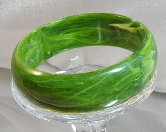 Vintage Lucite Bracelet. Green and White Marbled Swirl Bangle. 1970s Bracelet.