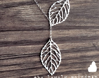 Leaf Lariat - silver grey white dainty leaf pendants - sterling silver chain - thelovelyraindrop