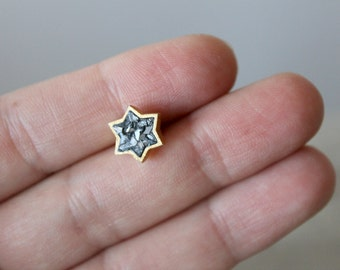 Star Shaped Gold Earrings with Diamonds