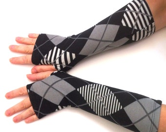 Fingerless gloves  black and gray squares