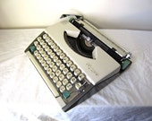 Cream and Pine Green Olympia SF De Luxe Typewriter - Dawna - Professionally Serviced